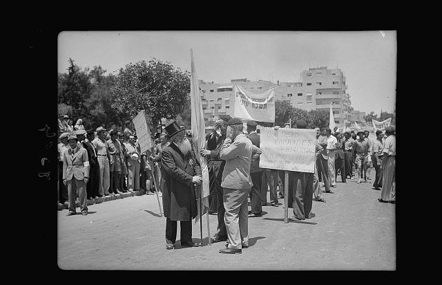 Jewish protest demonstrations against Palestine White Paper, May 18, 1939. Great War legionaries with their veteran chaplain parading on King George Ave. carrying appropriate slogans [Jerusalem]