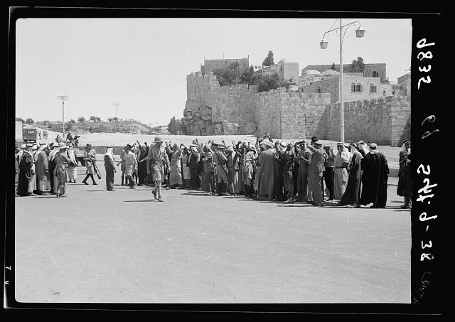 Military in search for arms outside Damascus Gate, Sept. 9, '38