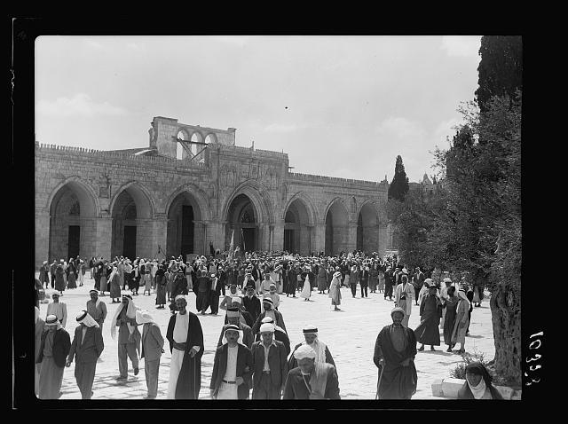 Crowds in the Mosque el-Aksa [i.e., al-Aqsa]