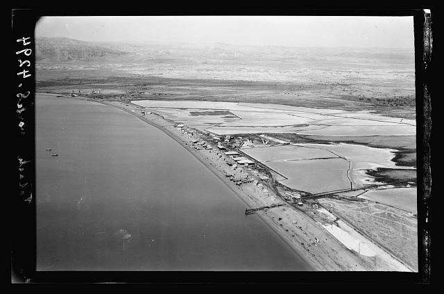 Air views of Palestine. The Palestine Potash Works. On N. shore of the Dead Sea. Palestine Potash Settlement. Workmens' homes. Dead Sea and evaporating pans