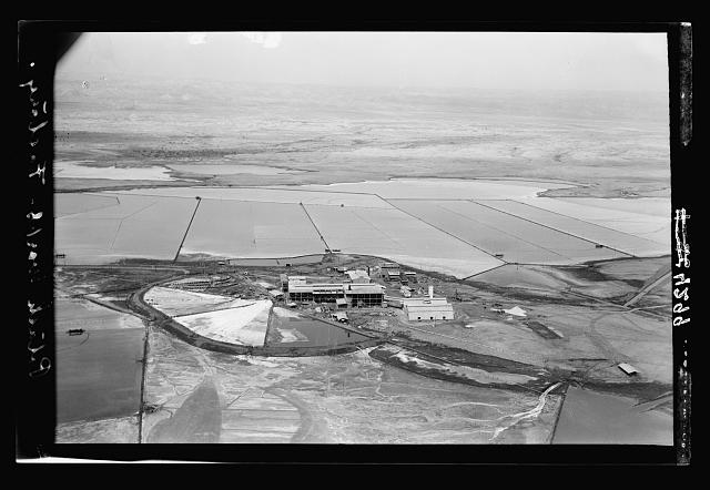 Air views of Palestine. The Palestine Potash Works. On N. shore of the Dead Sea. Palestine Potash Works. The refinery
