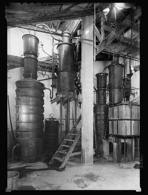 The vintage season Zikh'ron Ya'aqov, July 24, 1939. The distillery without figure to right