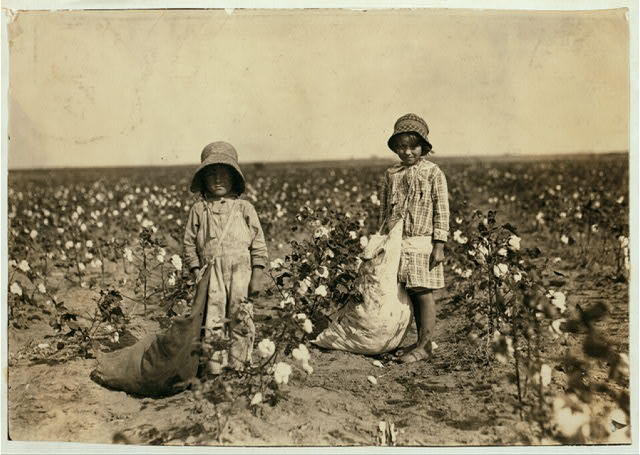 "Jewel and Harold Walker, 6 and 5 years old, pick 20 to 25 pounds of cotton a day. Father said: ""I promised em a little wagon if they'd pick steady, and now they have half a bagful in just a little while."" See 4564.  Location: Comanche County--[Geronimo], Oklahoma"