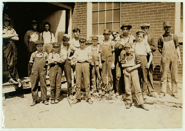 Noon hour at a cotton mill, Indianapolis. Aug., 1908. Wit., E. N. Clopper.  Location: Indianapolis, Indiana.