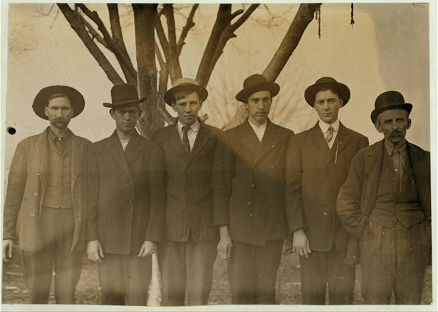 Group of mill hands working in Salisbury, N.C. Cotton Mills.  Location: Salisbury, North Carolina