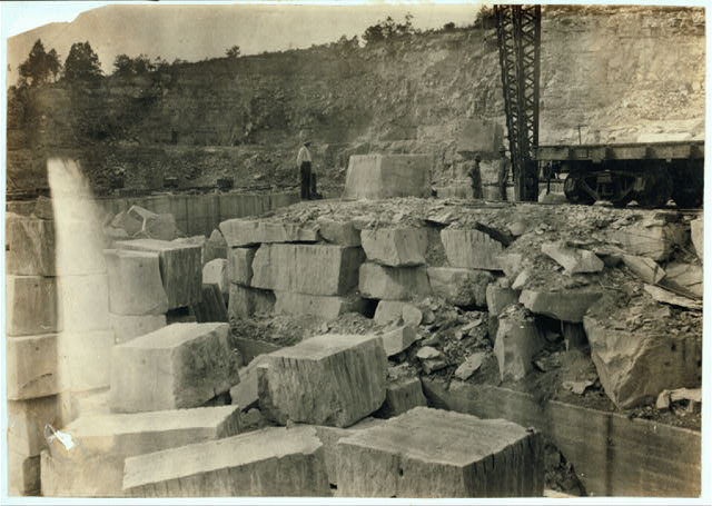 Quarry scenes. No children were employed.  Location: Warren County--Bowling Green [vicinity], Kentucky