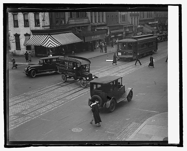 [Street scene, Washington, D.C.]