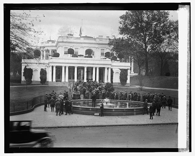 Employees of Dept. of Ag. going into W.H. to view body of Sen. Wallace, 10/27/24