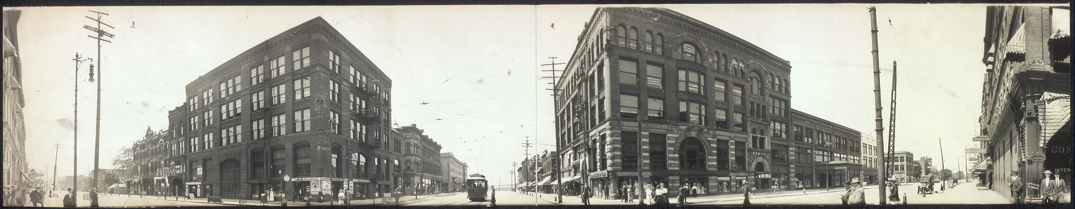 [Panoramic view, Center Ave. and Washington St., Bay City]