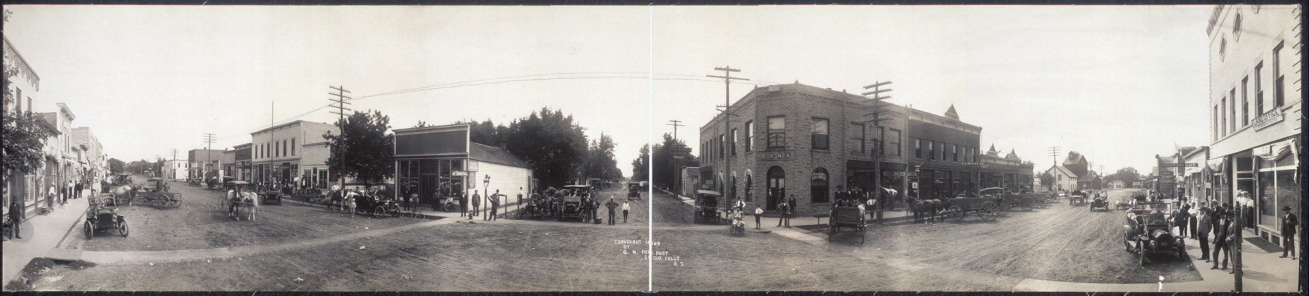 [Panoramic photograph of the principal street of Akron, Iowa]