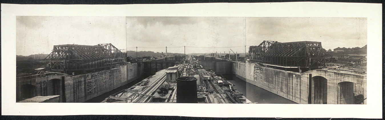[Locks at Gatun, Panama Canal, taken during March 1913]