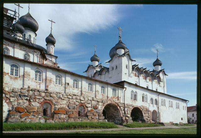 Monastery, Cathedral of the Transfiguration of the Savior (1558-1566), northwest view with gallery (1602), and Church of St. Nicholas (1832-1834) Solovetskii Island, Russia