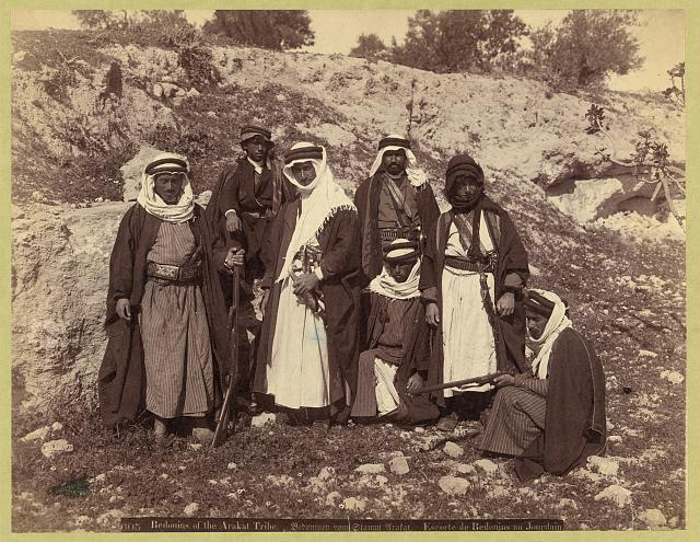 Bedouins of the Arakat tribe. Bedouinen vom stamm Arfat. Escorte de Bedouins au Jourdain