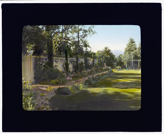 [Mrs. Eldridge Merick Fowler house, 363  Grove Street, Pasadena, California. Terrace wall]