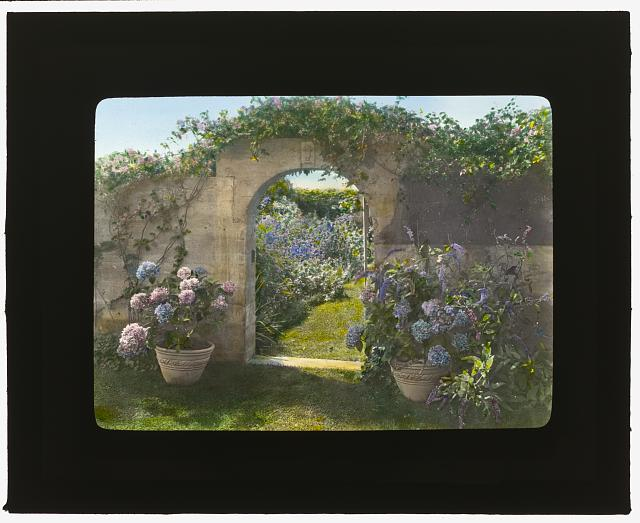 "[""Gray Gardens,"" Robert Carmer Hill house, Lily Pond Lane, East Hampton, N.Y. Northeast gate to garden]"