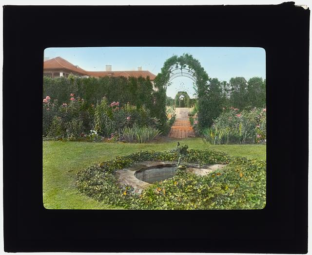 "[""Red Maples,"" Mrs. Rosina Sherman Hoyt House, Southampton, New York. Herbaceous garden and entrance to hedge garden]"