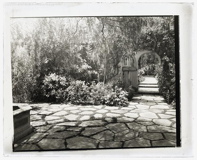 [Wellington Stanley Morse house, 450 South San Rafael Avenue, San San Rafael Heights, Pasadena, California. Courtyard]