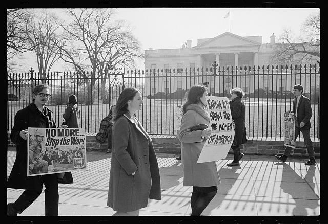 [Anti-Vietnam war protest and demonstration in front of the White House in support of singer Eartha Kitt]
