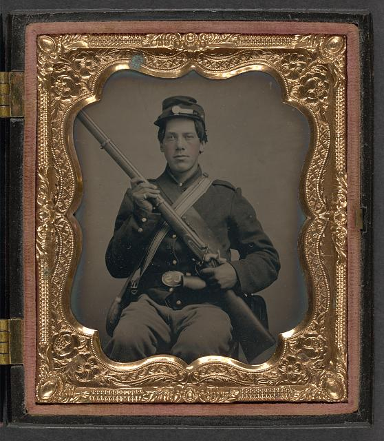 [Unidentified soldier in Union uniform with musket and haversack]