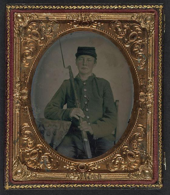 [Unidentified young soldier in Union uniform with bayoneted musket]