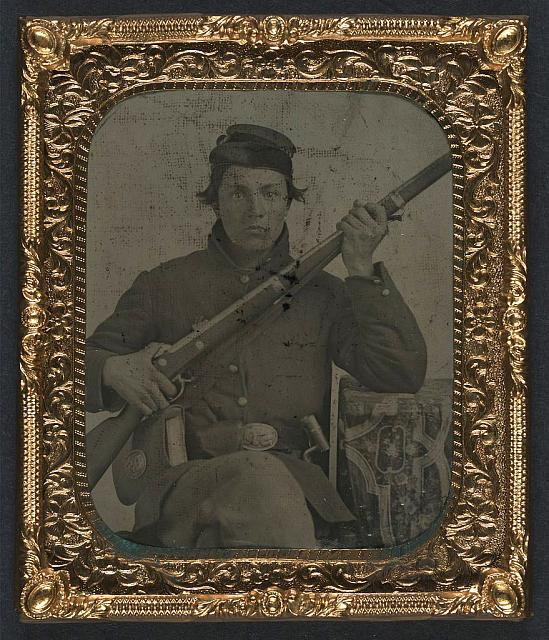 [Unidentified soldier in Union uniform with musket, bayonet, and cartridge box]