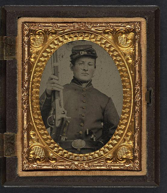 [Unidentified young soldier in Union uniform with stag bone handle knife, revolver, and musket]