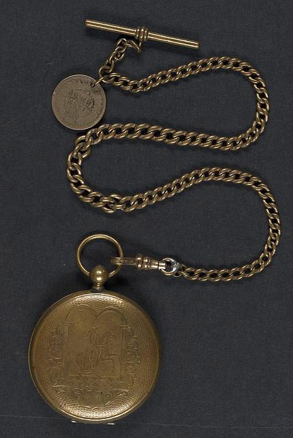 [Unidentified soldier in Union uniform in locket]