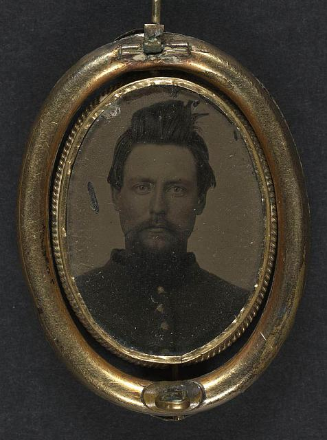 [Unidentified soldier in Union uniform and lock of hair in brooch]