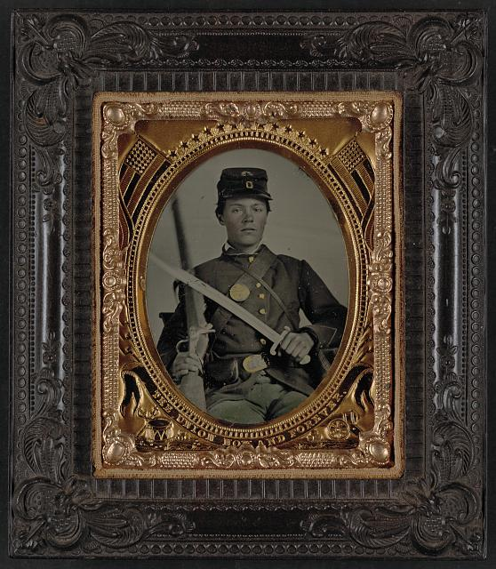 [Unidentified soldier in Union uniform with bayonet and musket]