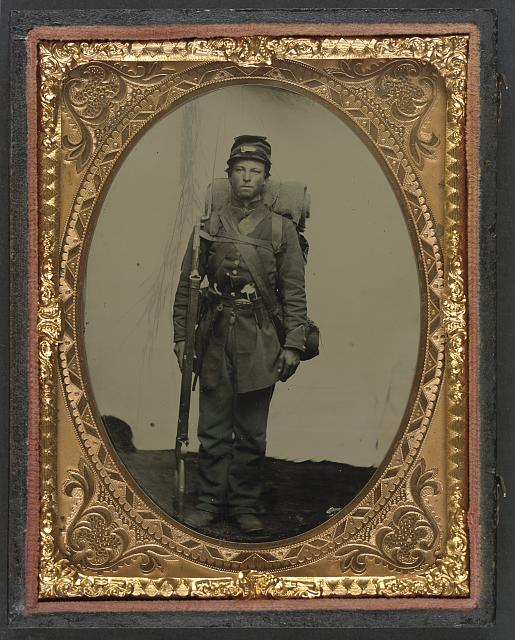 [Unidentified soldier in Union uniform with bayoneted musket, revolver, and knapsack]