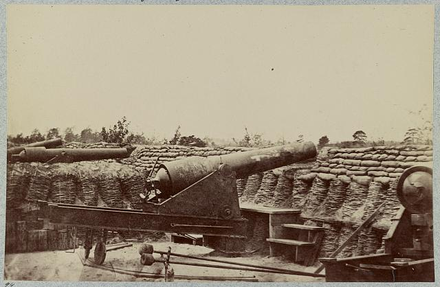 Siege of Yorktown. Federal Battery No. 1 near Farnhold's house, mounting one 200 pdr. and ten 100 pdr. rifled guns