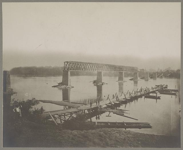 Ruins of R.R. bridge across Tennessee River, at Bridgeport, Tenn.? (i.e. Alabama) and pontoon bridge in course of construction
