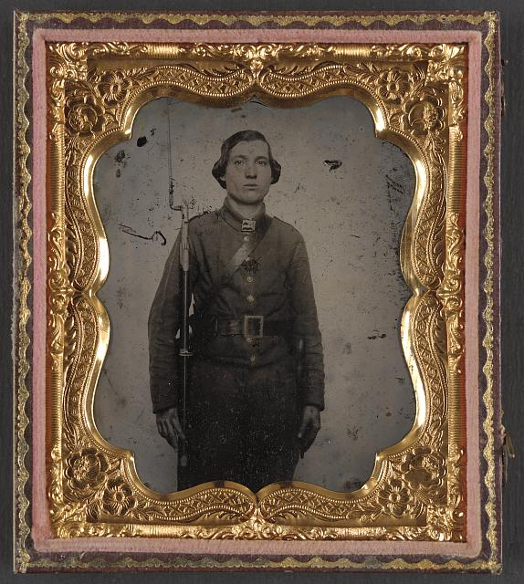 [Unidentified soldier in Confederate uniform and Georgia frame belt buckle with bayoneted musket]
