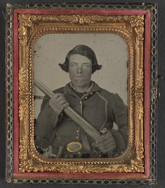 [Unidentified soldier in Union uniform and U.S. belt buckle with musket]