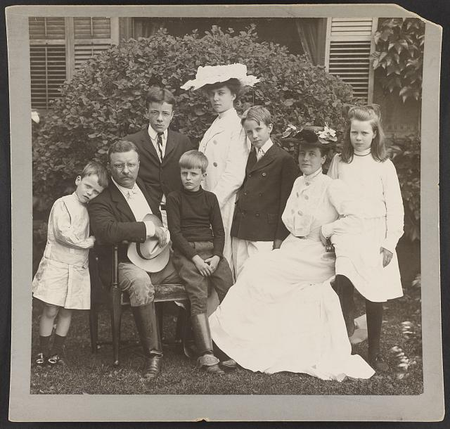 [Pres. and Mrs. Theodore Roosevelt seated on lawn, surrounded by their family]