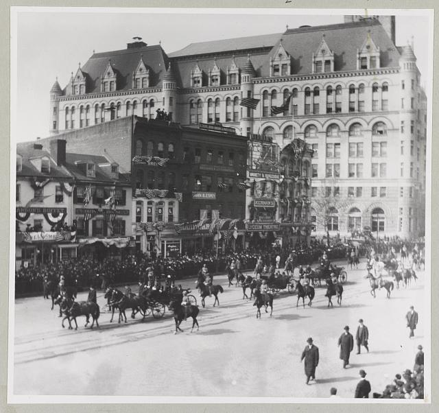 [President Theodore Roosevelt passing 10th Street and Pennsylvania Avenue in inauguration parade on way to the Capitol]