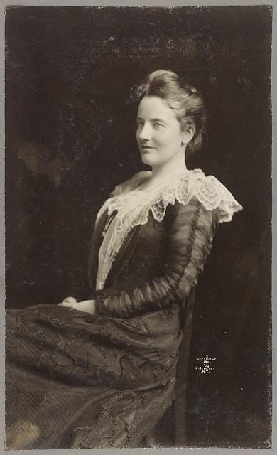 [Edith Kermit Carow Roosevelt, three-quarter length portrait, facing left]