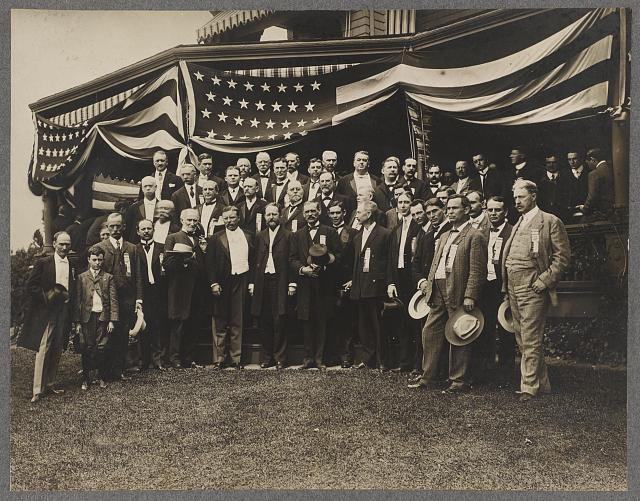 [Theodore Roosevelt, Joseph Cannon, members of the Republican Nomination Committee, and guests in front of Sagamore Hill, Oyster Bay, N.Y.]