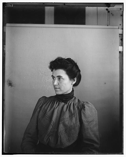 [Mrs. Lorin (Lou) Wright, half length]
