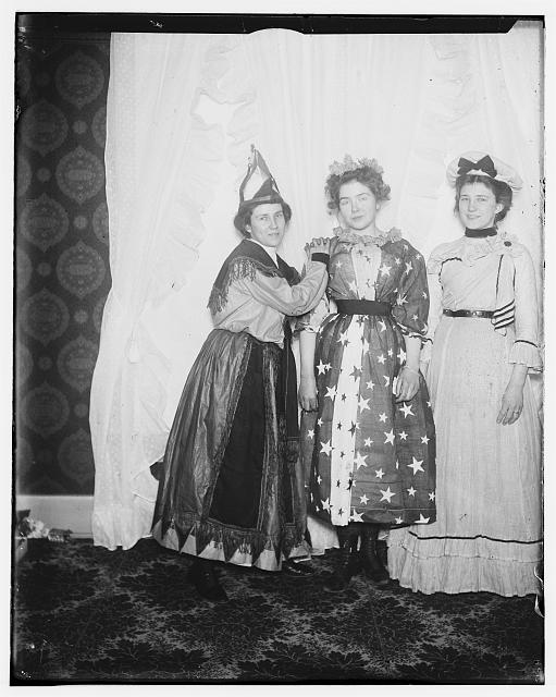 [Carrie Kayler, Belle Kayler, and Clo Barnes, December 31, 1900]