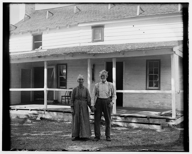 [Captain Tate and wife standing in front of the Kitty Hawk Post Office]