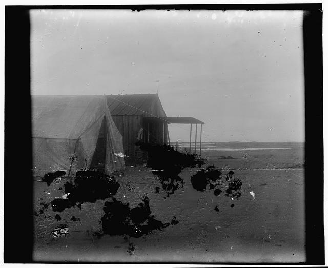 [Close-up view of the Wright brothers' camp at Kitty Hawk, North Carolina]