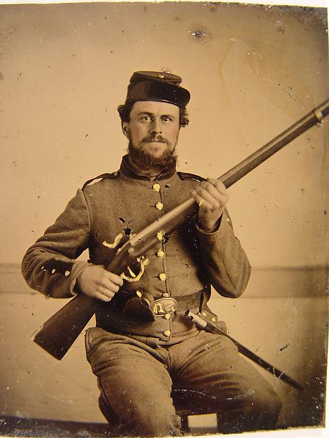 [Unidentified soldier in Union uniform with musket and bayonet]