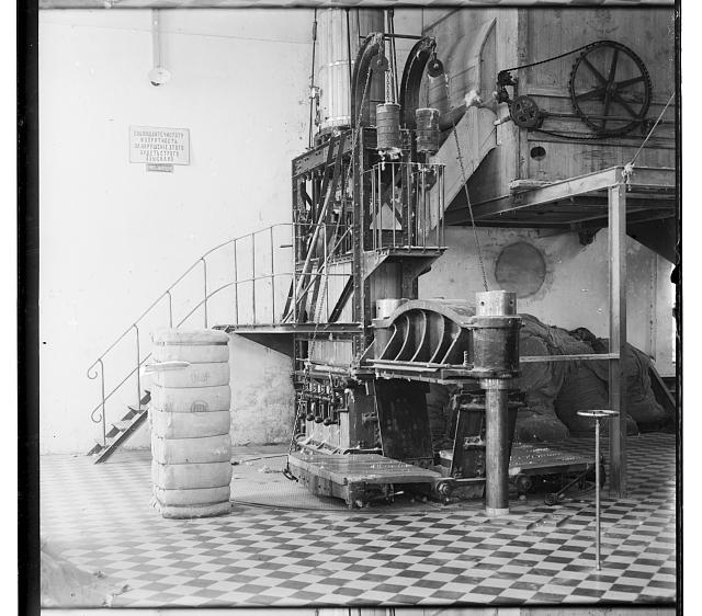 [Cotton textile mill interior, probably in Tashkent]