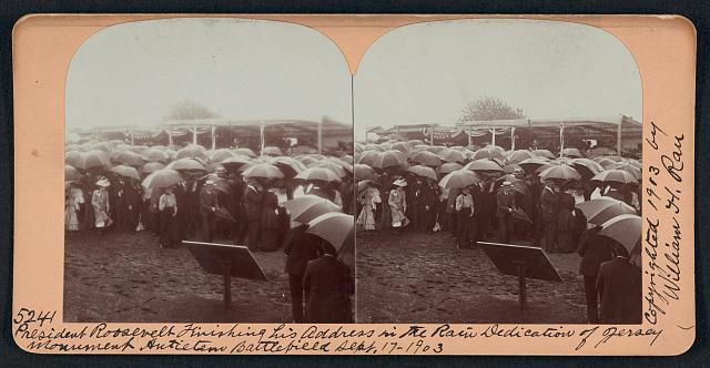 President Roosevelt finishing his address in the rain, dedication of Jersey monument, Antietam Battlefield, Sept. 17, 1903