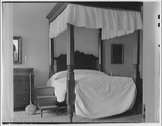 Custis-Lee Mansion. Girl's bedroom in Custis-Lee Mansion