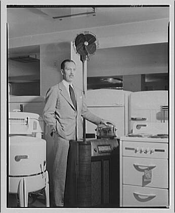 Electric Institute of Washington, Potomac Electric Power Co. building. Mr. Bartlett with some electric equipment I