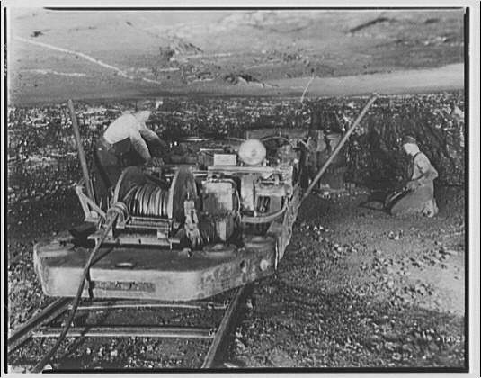 Mining. Men and machinery in mine
