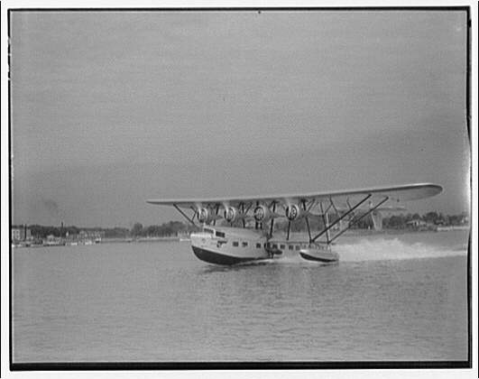 American Clipper. American Clipper taking off in Potomac