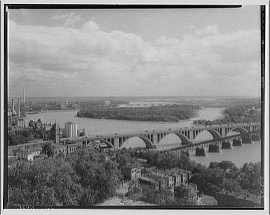 Washington, D.C. Waterfront, Roosevelt Island and bridges over Potomac